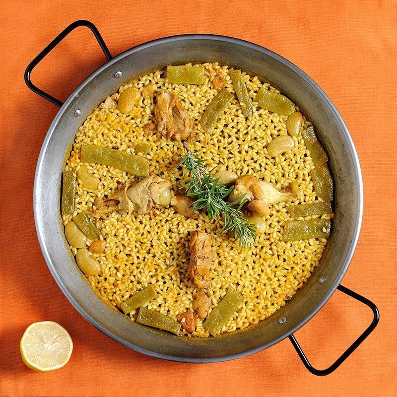 Paella Valenciana con pollo y conejo