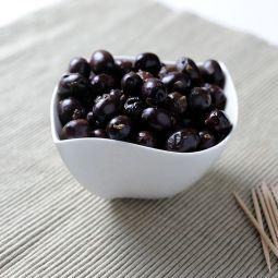Schwarze empeltre Oliven