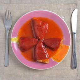 Piquillo Paprika mit Seehecht und Garnelen gefüllt