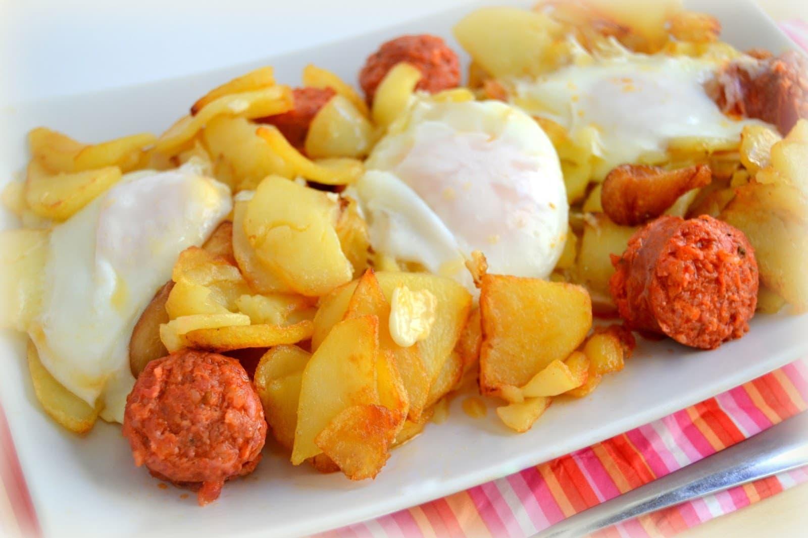 La mejor receta de huevos rotos con chorizo de freír