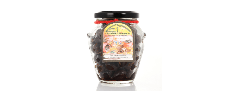 Black olives, a Spanish snack that everyone likes